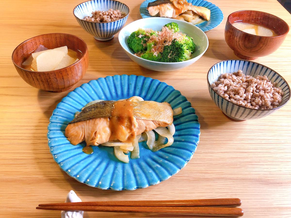 減塩レシピ 秋鮭のみそバター煮